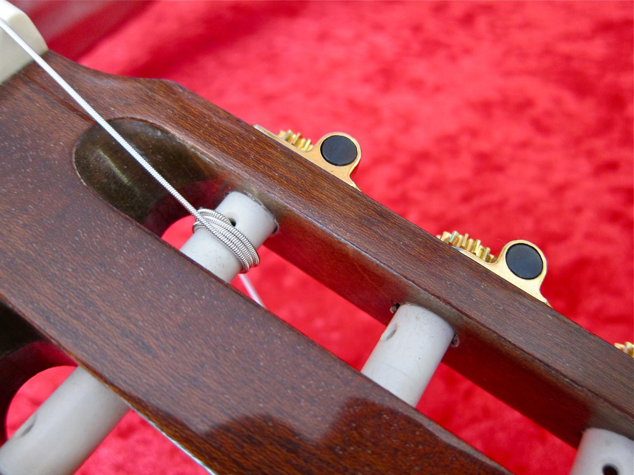 Kielten vaihto nailonkieliseen kitaraan - lopputulos