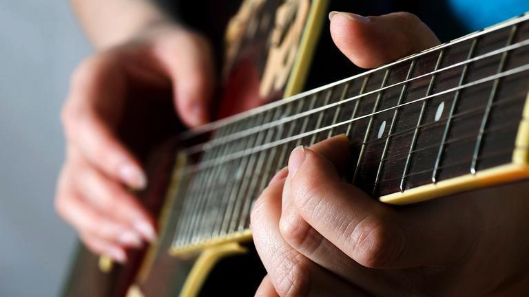 Fingerstyle-Folk-Guitar-Fingerpicking-Lessons