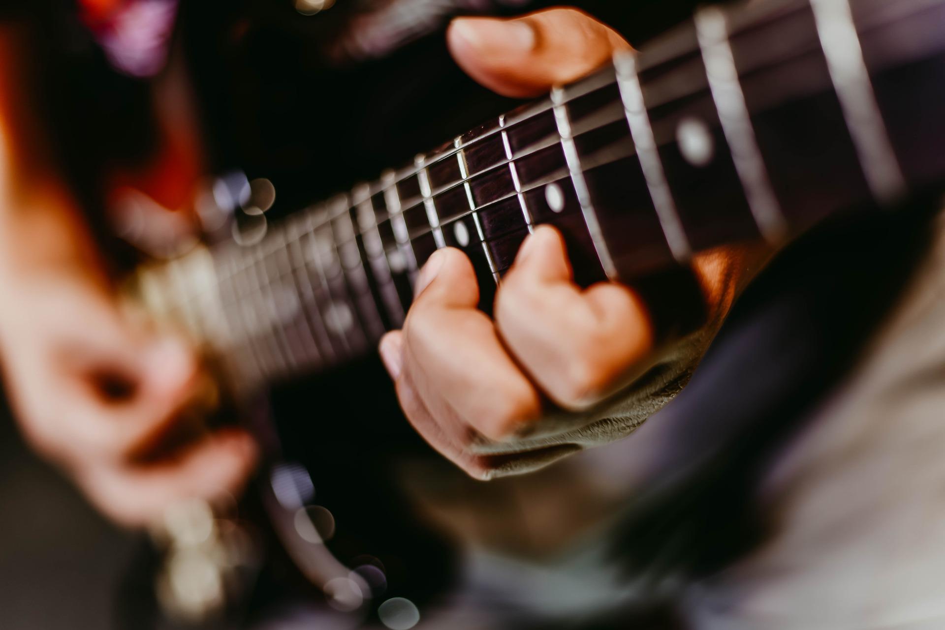 electric-guitar-2148807_1920