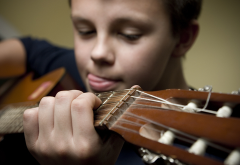 practicing-guitar